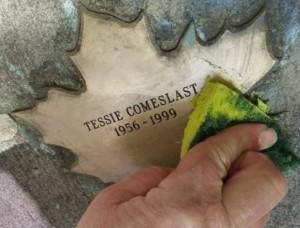 Tessie Comeslast Leaf
